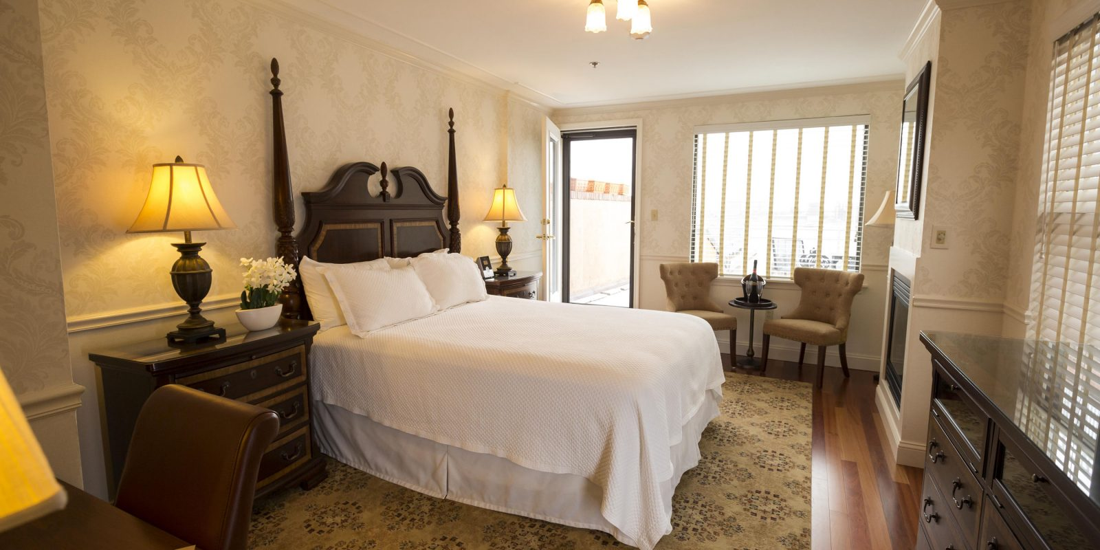 Spacious Accommodations at Penn's View Hotel